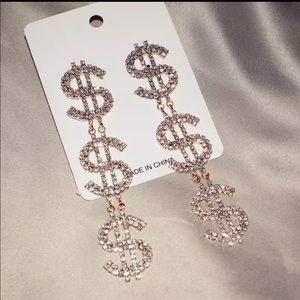 Brand new earrings in Gold